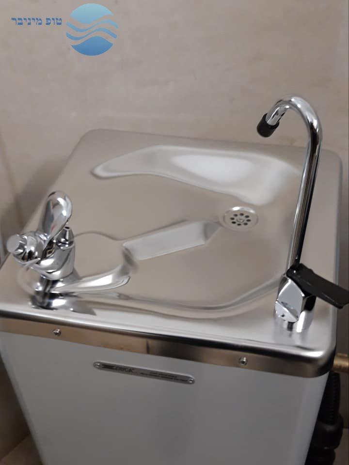 התקנת קולר מים עם ברזיה לבית ספר